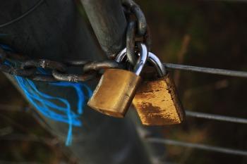 locked-896262_960_720
