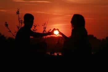 couple-915987_960_720